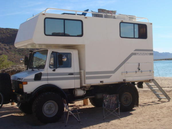 Unimog on pinterest mercedes benz campers and trucks for Mercedes benz camper for sale